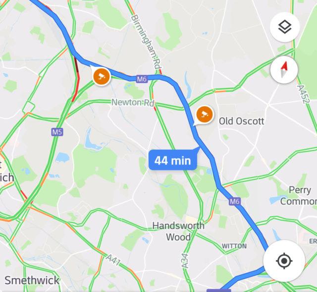 Google Maps показывает расположение камер контроля скорости