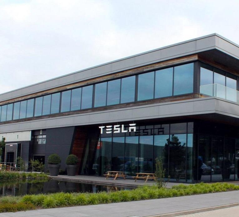 Tesla сокращает 7% персонала