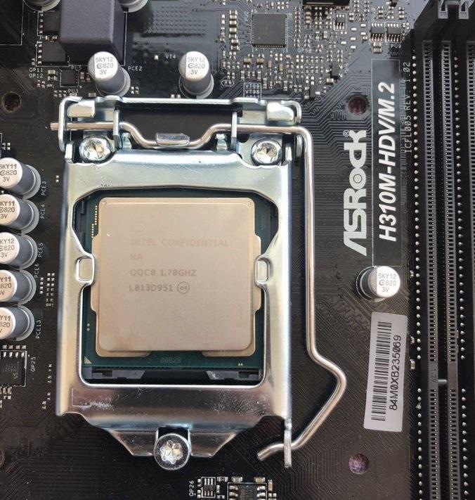 На аукционе Yahoo! выставлена на продажу инженерная версия i9-9900T