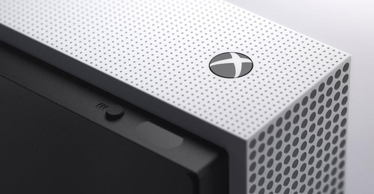 Скоро стартует предзаказ на XBox OneS