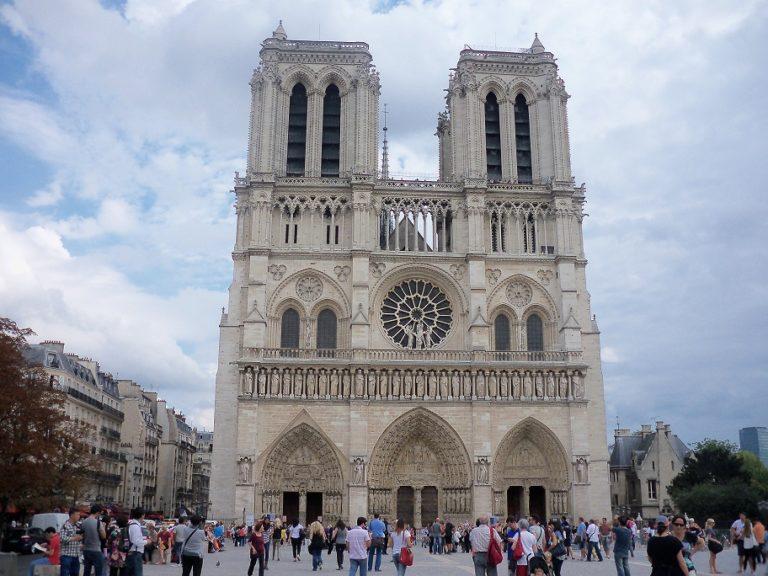 Президент Франции пообещал восстановить Нотр-Дам за 5 лет