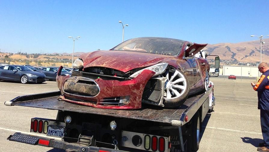 Автопилот Tesla стал причиной смертельного ДТП