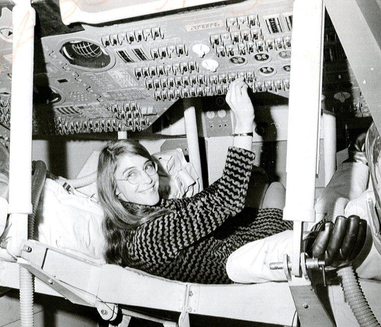 В честь 50летия высадки на луну Google создала масштабный портрет главного разработчика ПО всей программы