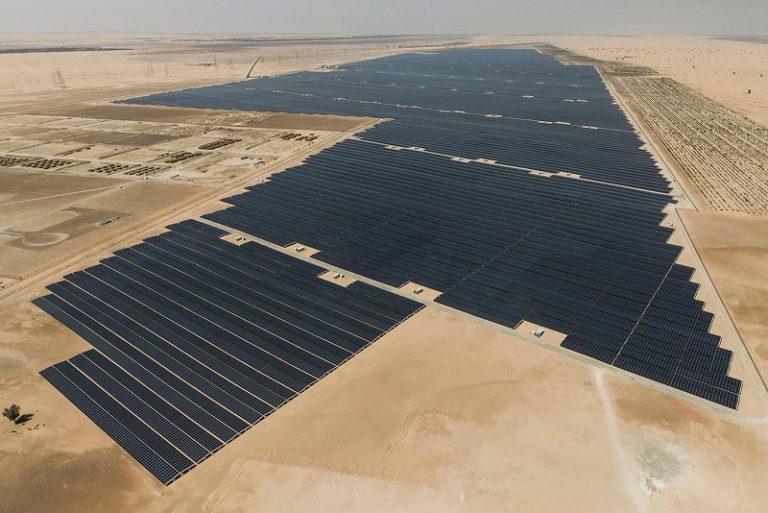В ОАЭ построили крупнейшую в мире солнечную электростанцию