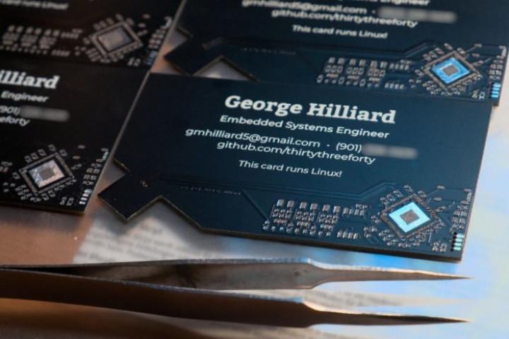 Инженер создал визитку с встроенным Linux мини-пк