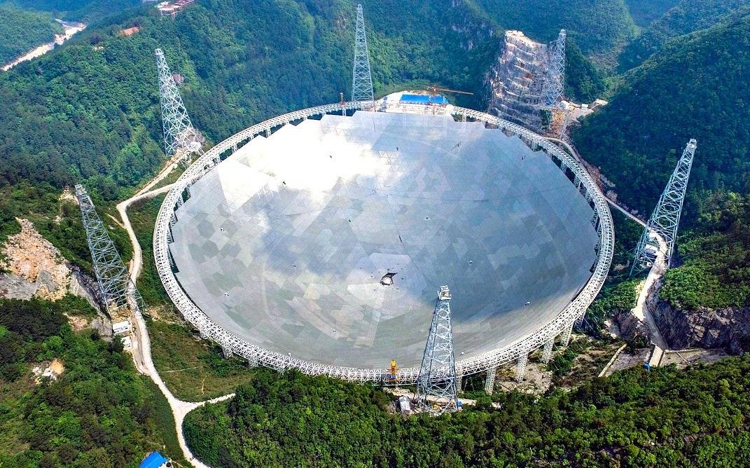 КНР ввели в строй самый мощный радиотелескоп в мире