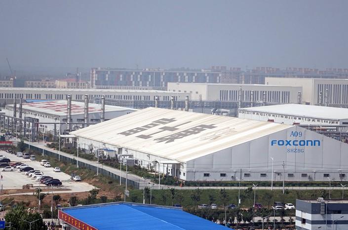 Foxconn закрывает на карантин на крупнейшый завод по сборке Iphone