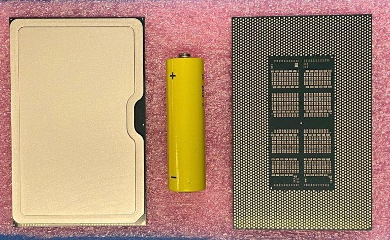 Intel «слила» в сеть фото гигантского графического процессора