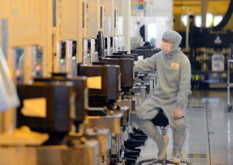 США ввели санкции против китайского кремниевого производителя SMIC