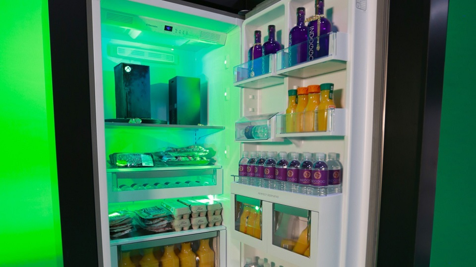 Дошутились? Microsoft выпустила холодильник с дизайном Xbox Series X