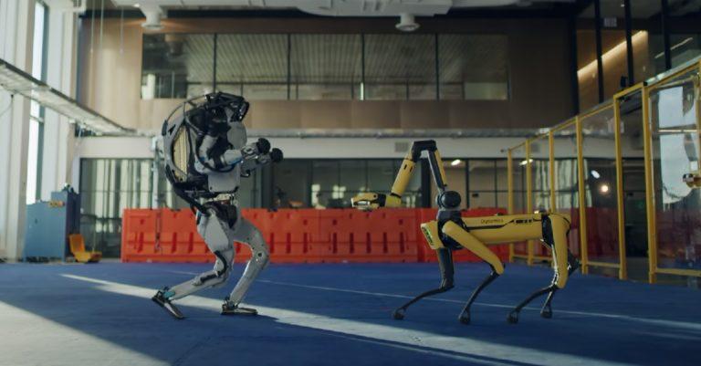 Смотреть всем!!! Роботы Boston Dynamics танцуют под зажигательную песню Do You Love Me
