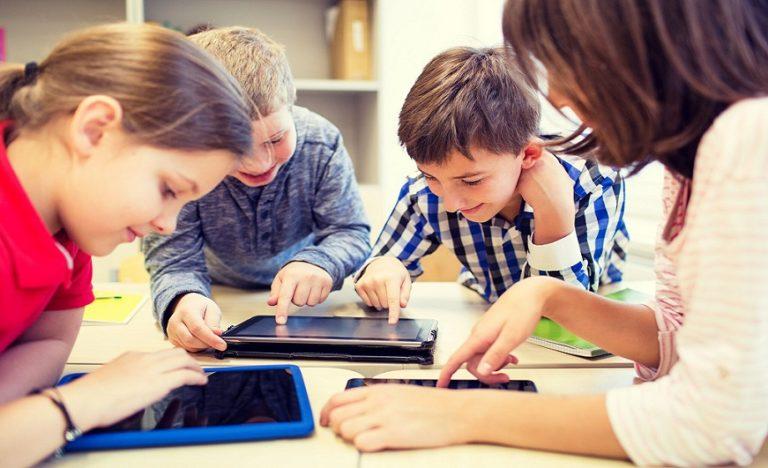 Российским школьникам запретили использовать смартфоны в учебных целях