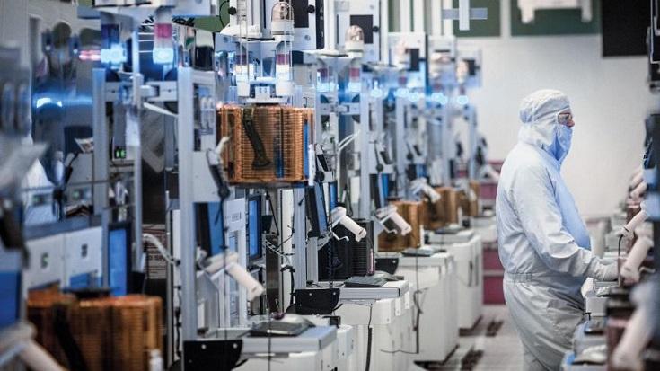 Intel в 2023 году планирует стать контрактным кремниевым производителем
