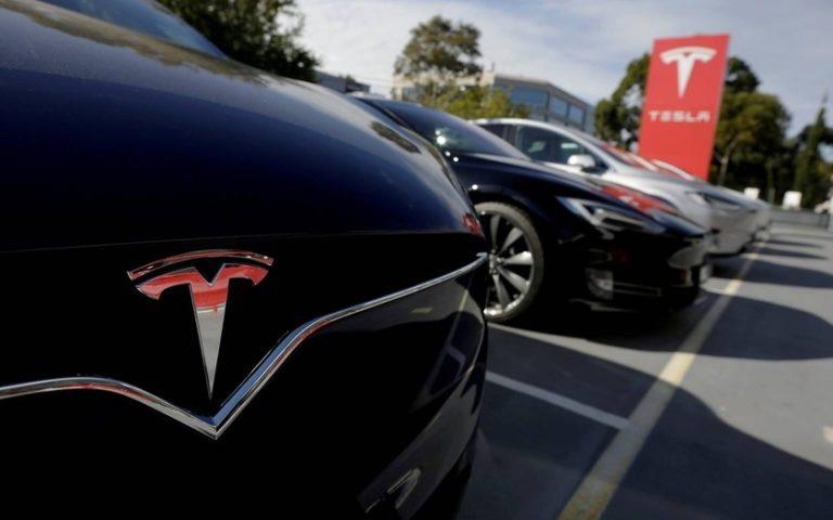 Tesla разрешила покупать электрокары за Биткоины