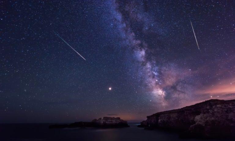 Сегодня наступает трёхдневный пик видимого метеорного потока вызванного пролётом кометы Галлея