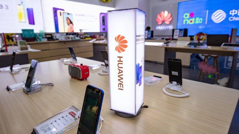 Huawei теряет позиции на рынке смартфонов и успешно продвигает Harmony OS