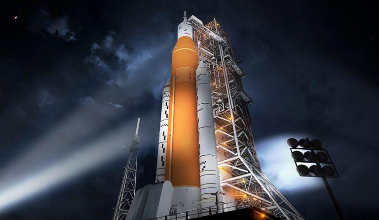 Nasa закончила сборку первой сверхтяжёлой ракеты SLS в рамках программы по доставке астронавтов на Луну