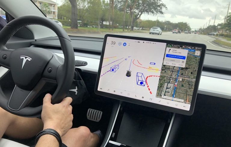 Тестовый заезд электрокара Tesla с автопилотом нового поколения FSDBETA v9